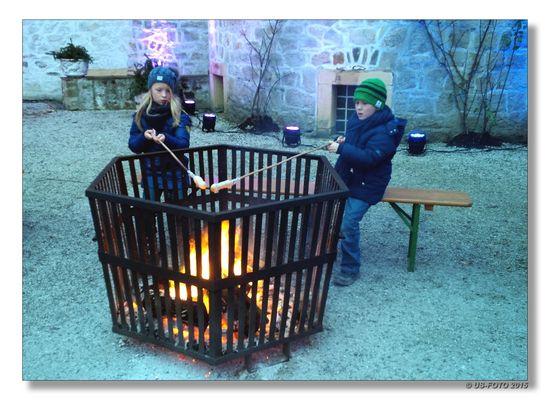 Stockbrot grillen/backen im Schlosshof