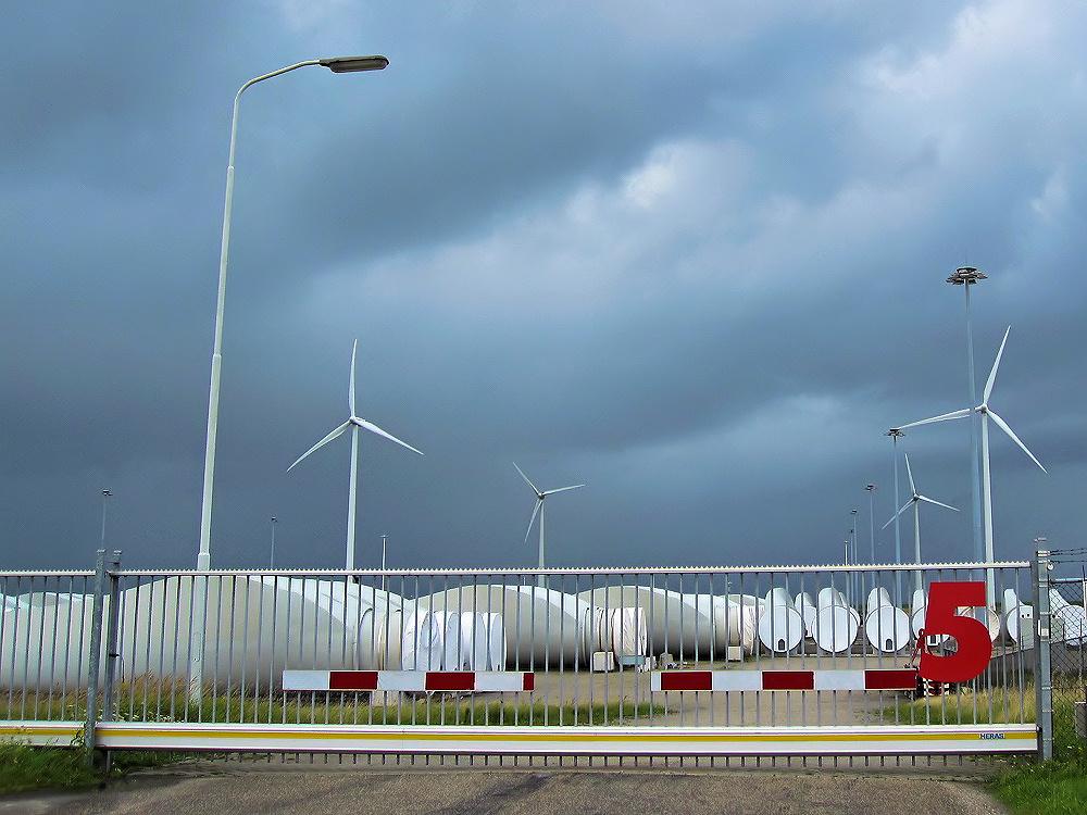 Storage wind mill blades