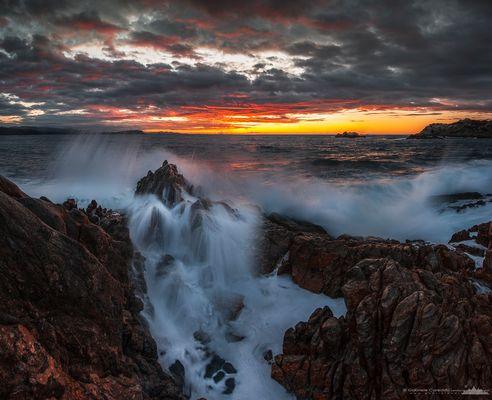 © Stormy sea