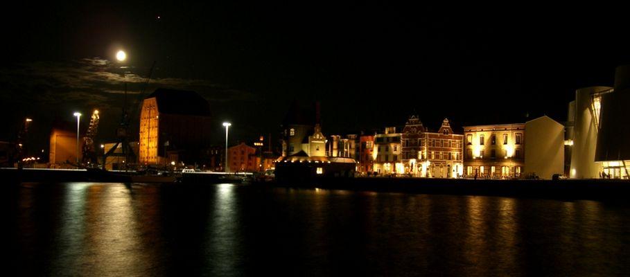 Stralsund Hafen bei Nacht
