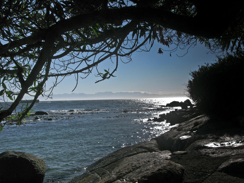 Strand am Morgen. Simonstown, Südafrika