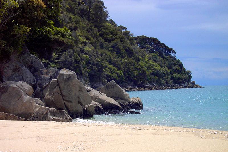 Strand im Abel Tasman Nationalpark bei Nelson, Neuseeland