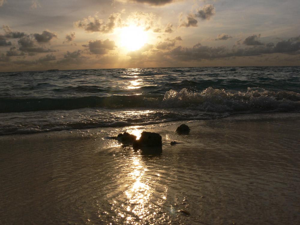 Strand im Gegenlicht