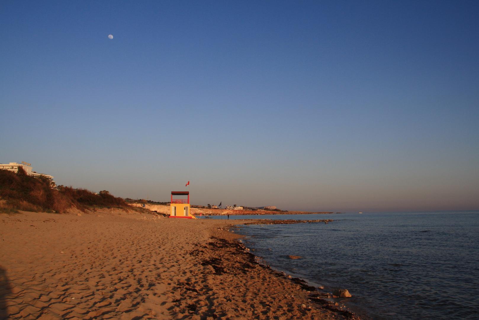 Strand im goldenen Licht