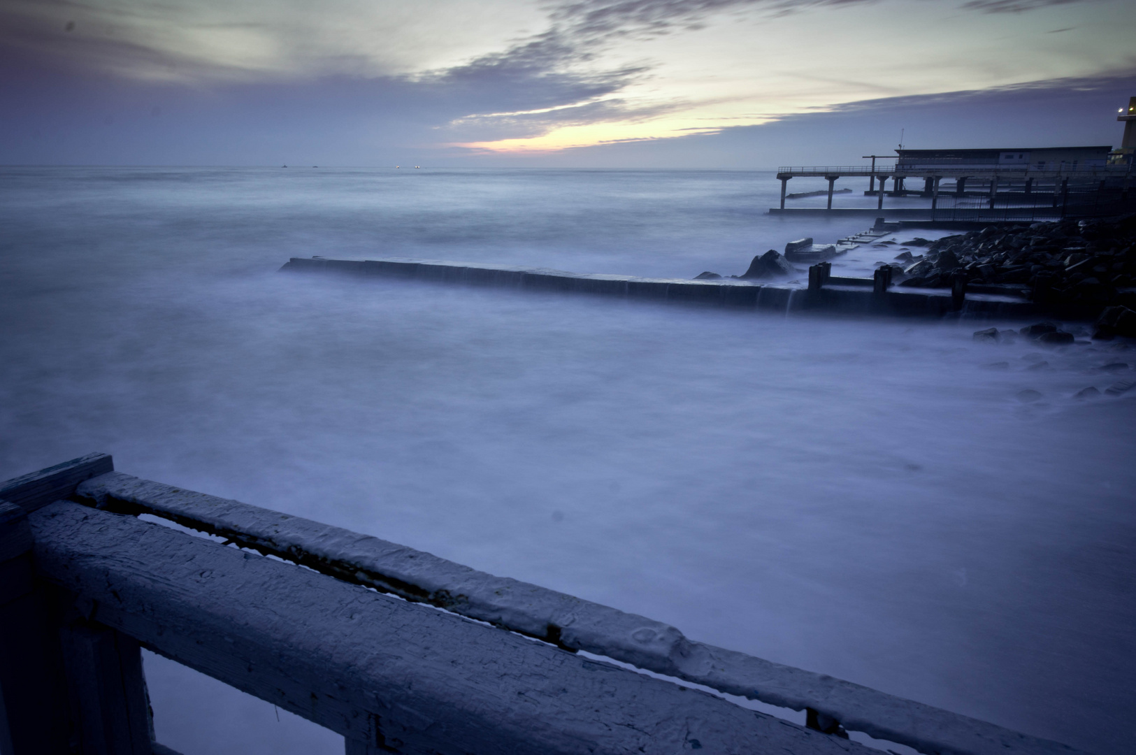 Strand in Sochi am Abend