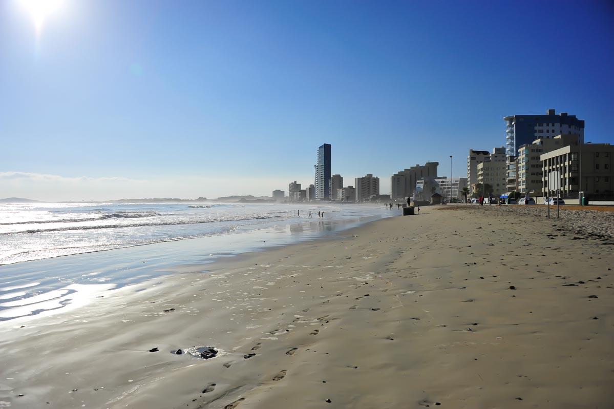 """Strand in """"Strand"""" - ein Küstenort an der """"False Bay"""", Westkapland, Südafrika"""