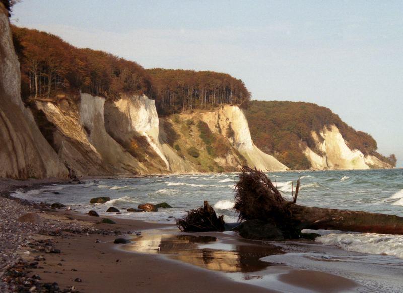 Strand mit Kreidefelsen