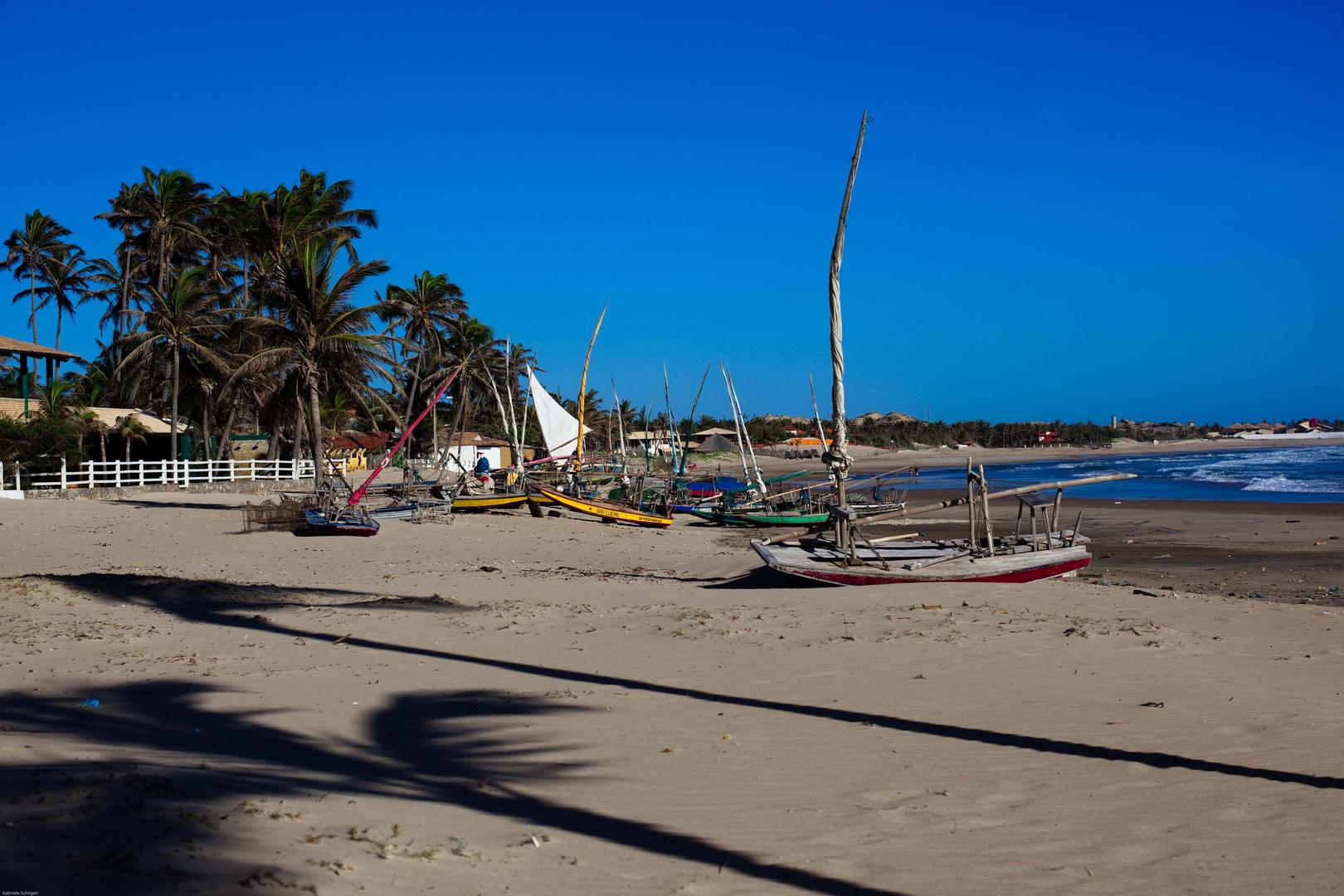 Strand nördlich von Fortaleza mit Palmen