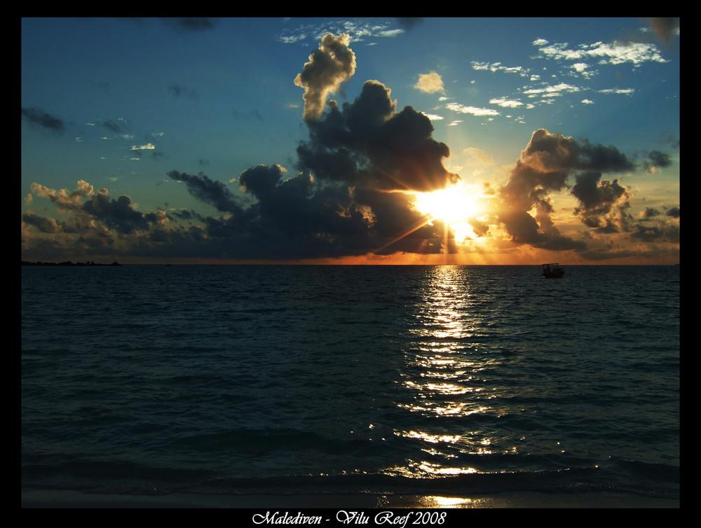 Strand-Spaziergang auf den Malediven