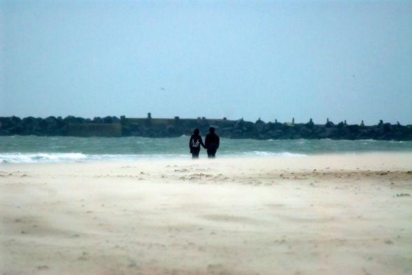 Strand Spaziergang im Regen