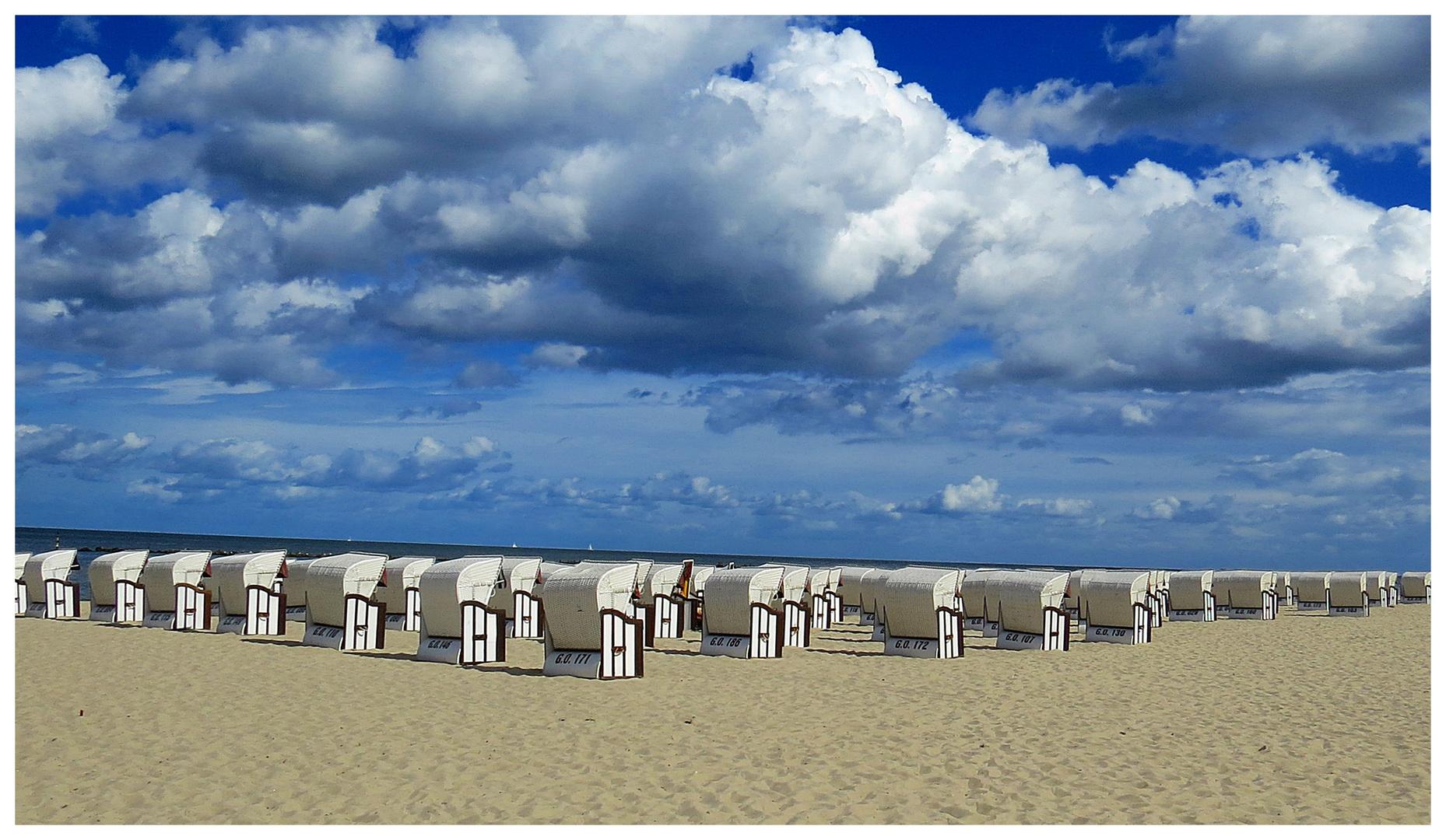 Strand und Körbe