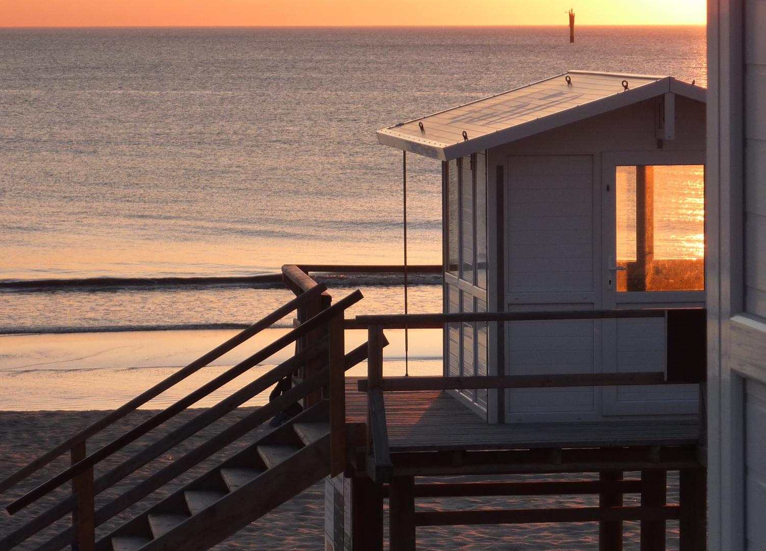 Strandhaus in der Abendsonne