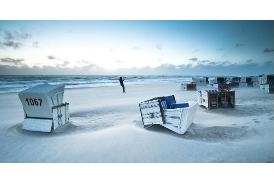 Strandkörbe #2 - Gegen den Wind
