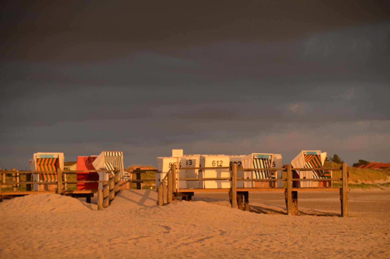 Strandkörbe in der Herbstsonne