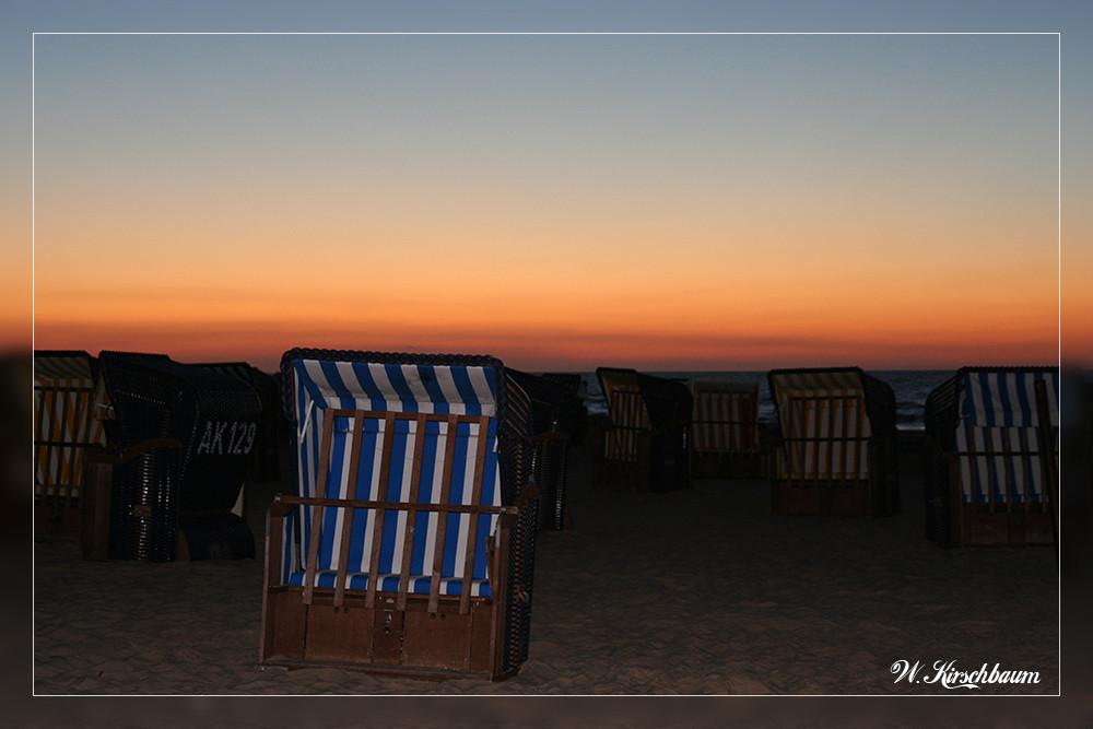 Strandkorb im Abendrot