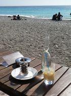 Strandpatis im Februar am Strand von Nizza