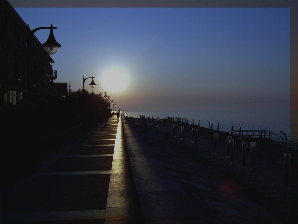 Strandpromenade am Morgen