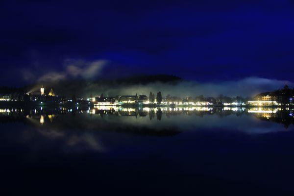 Strandpromenade Titisee bei Nacht