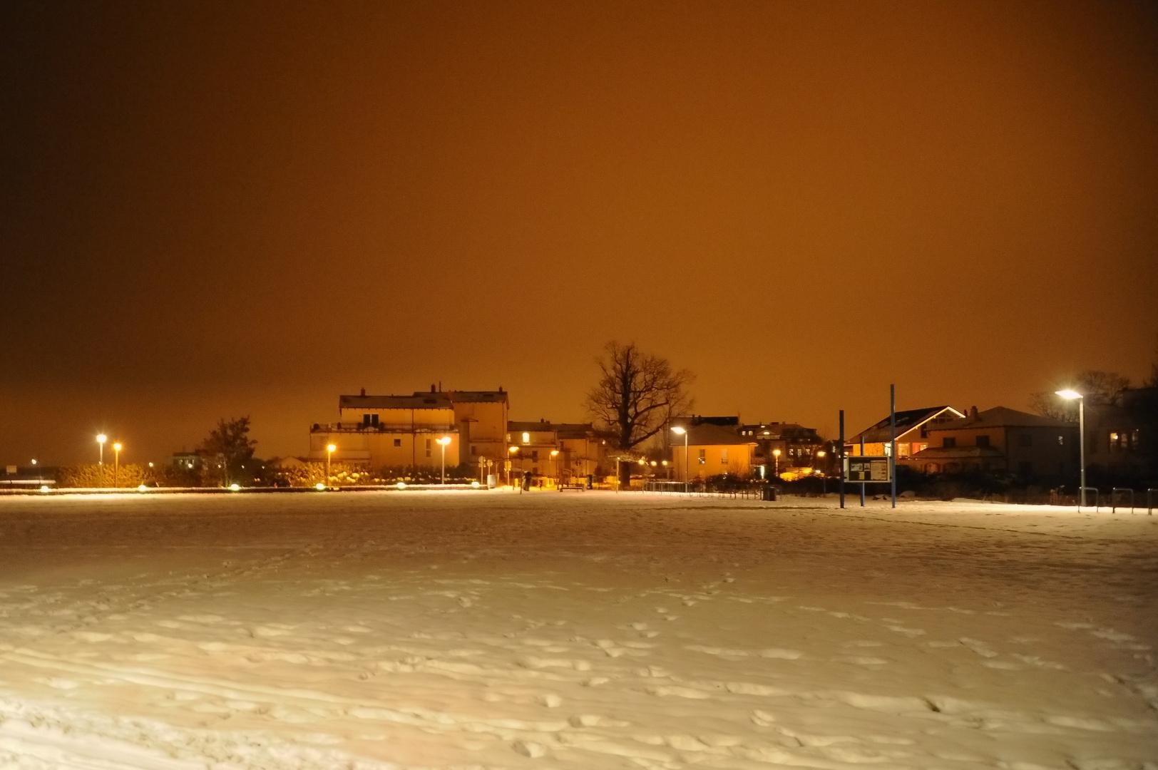 Strandsiedlung in der Winternacht