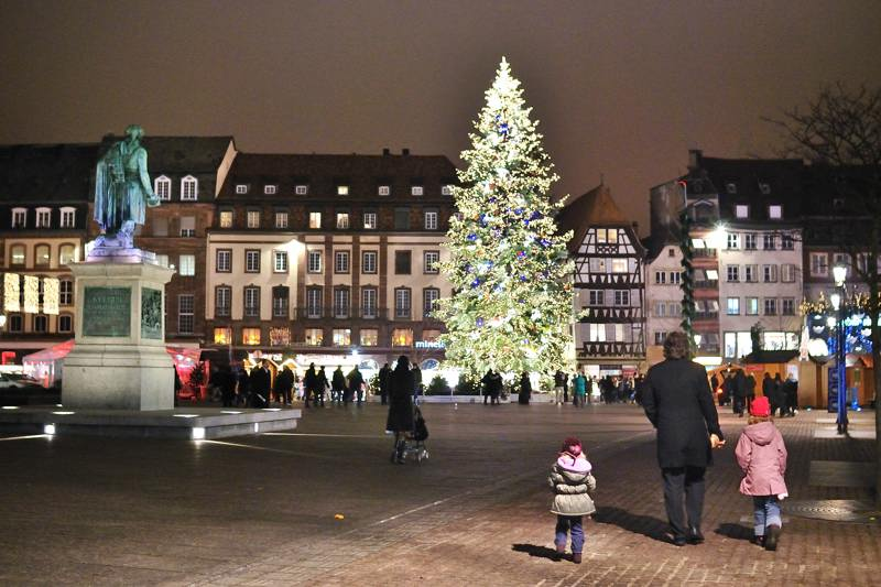 Strasbourg : le marché de Noël sur la place Kléber.