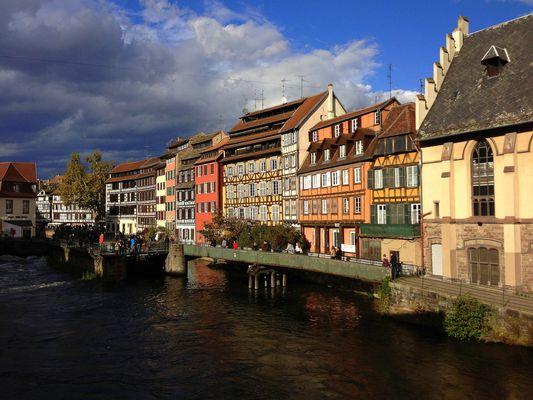 Strassbourg, dunkle Wolken kommen
