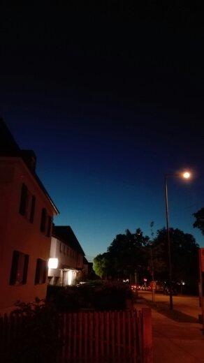 Straße Vorstadt beginnende Nacht