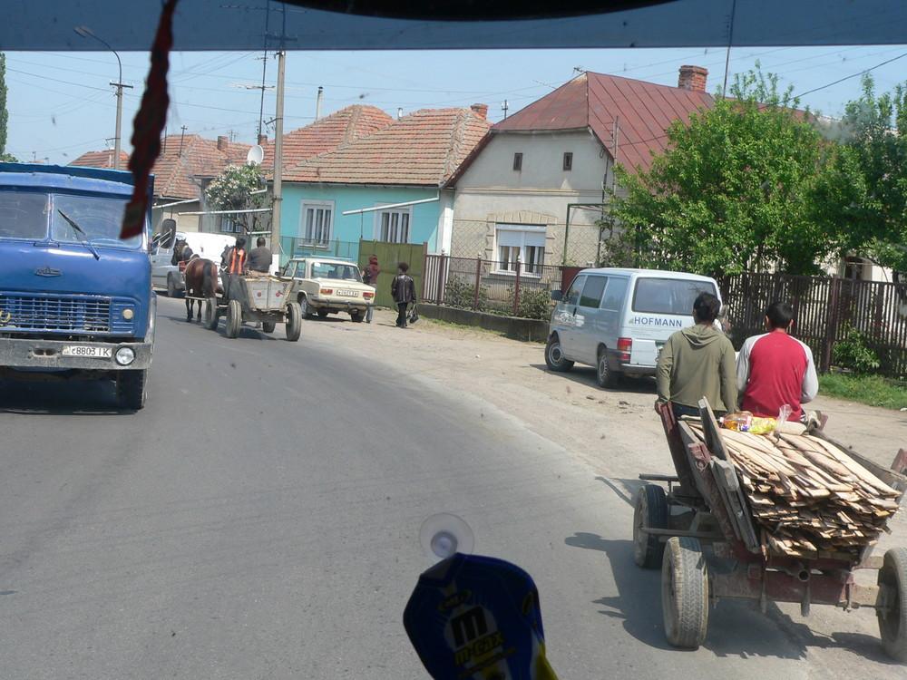 Straßen und Menschen in der Ukaine