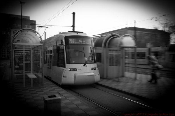 Straßenbahn 709 nach Neuss