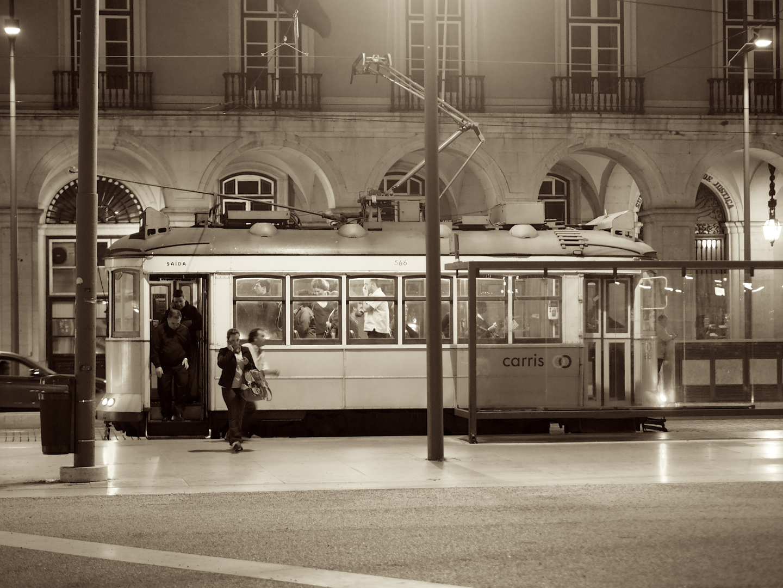Straßenbahn im Abend