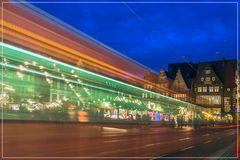 Straßenbahn mit Durchblick