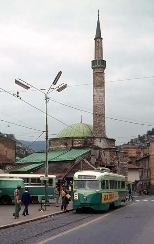 Strassenbahn mit Moschee (2)