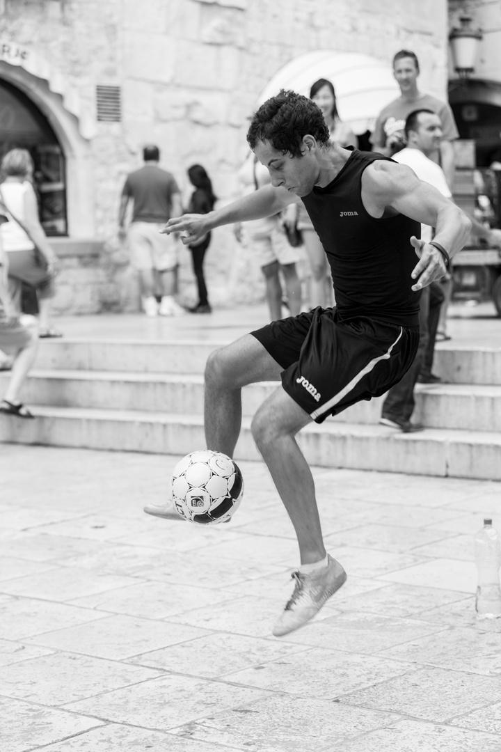 Straßenkünstler in der historischen Altstadt Split