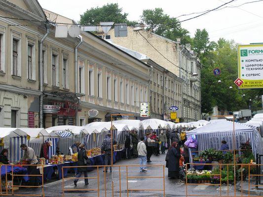 Straßenmarkt in Moskau
