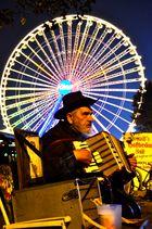 Straßenmusikant am Rande des Cannstatter Volksfests
