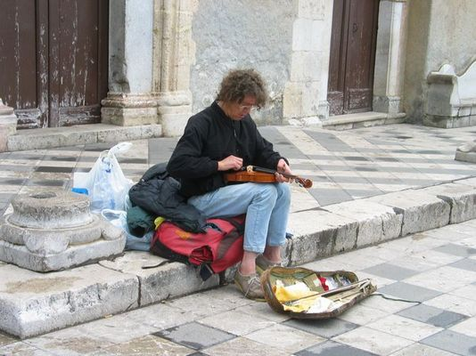 Straßenmusikant in Taormina