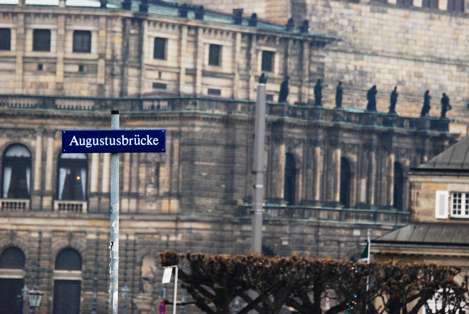 Straßenschild Augustusbrücke
