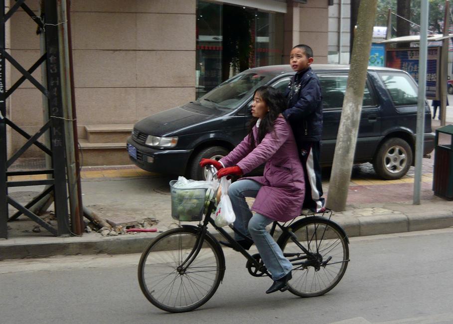 Straßenszene im winterlichen Kunming