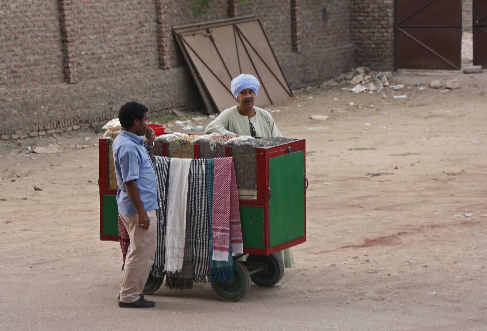 Strassenverkäufer in Luxor