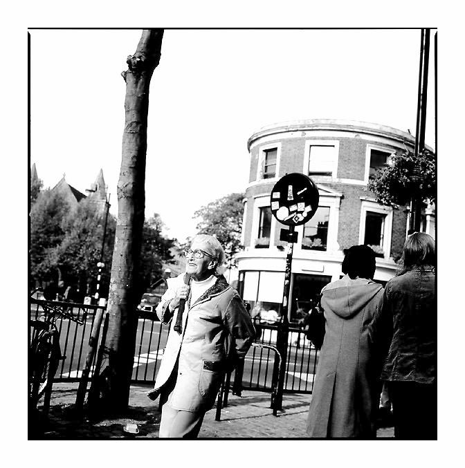 Streets of London - Belangloses Bild einer mir unbekannten Londoner Dame
