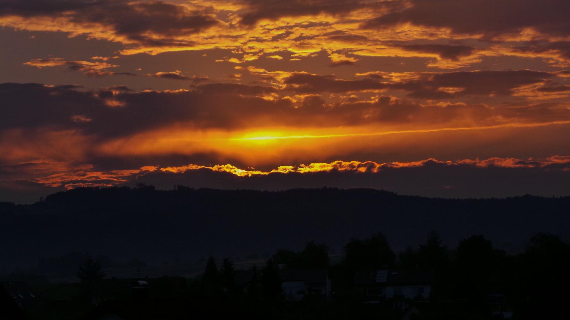 streifen am horizont über heutensbach...