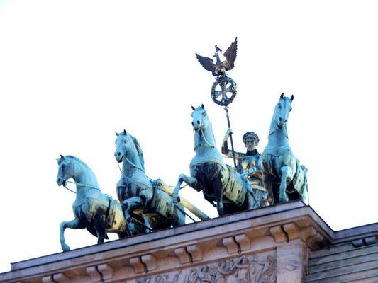 Streitwagen mit Engel