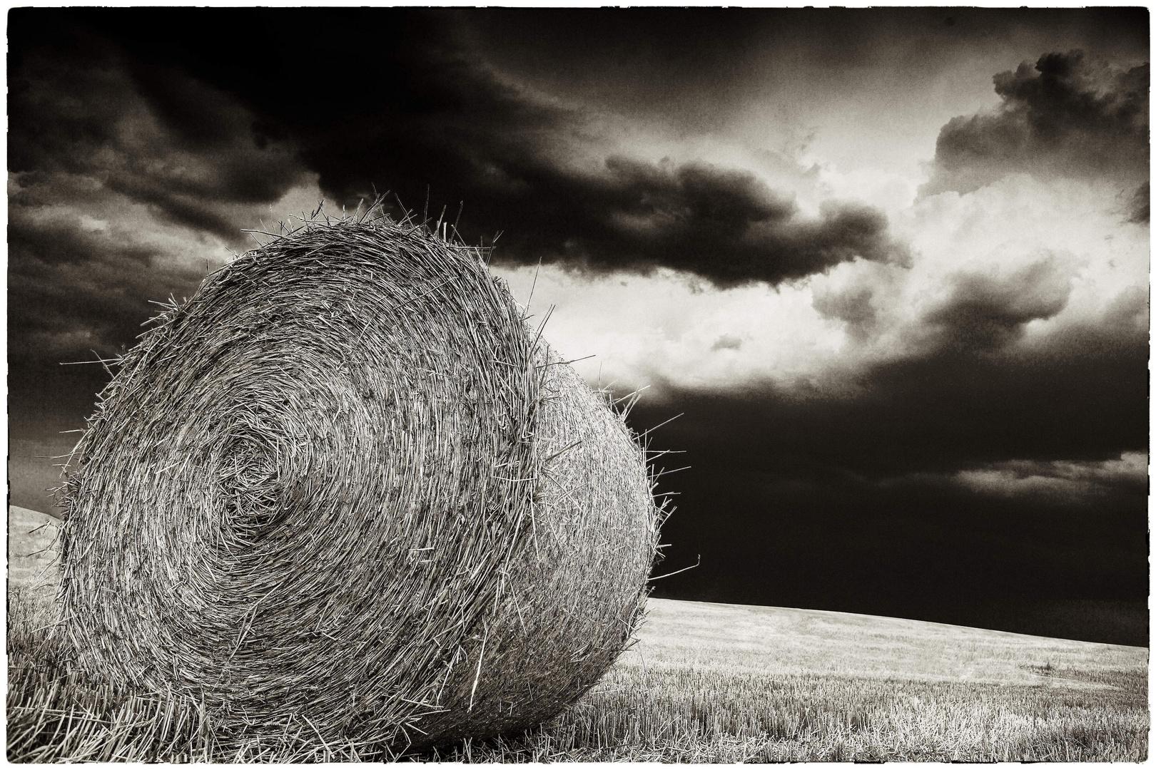 Strohballen im Sturm