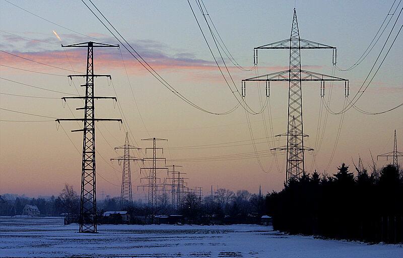Strom in der untergehenden Sonne