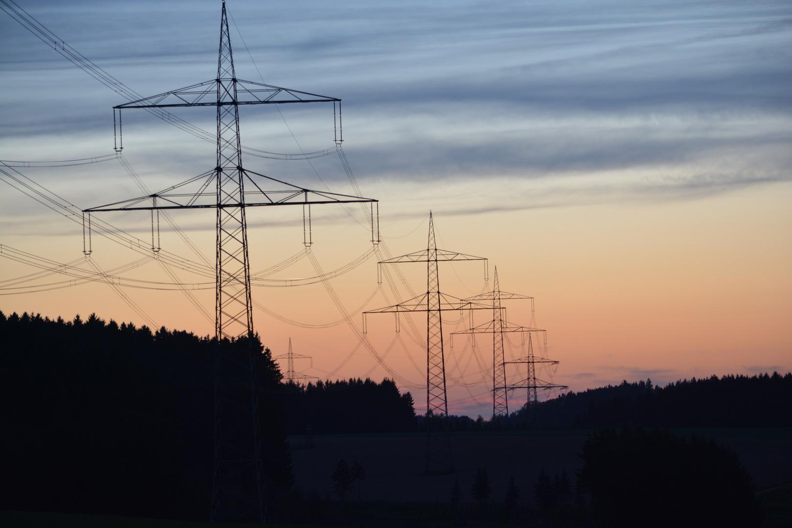 Strom und Sonnenuntergang