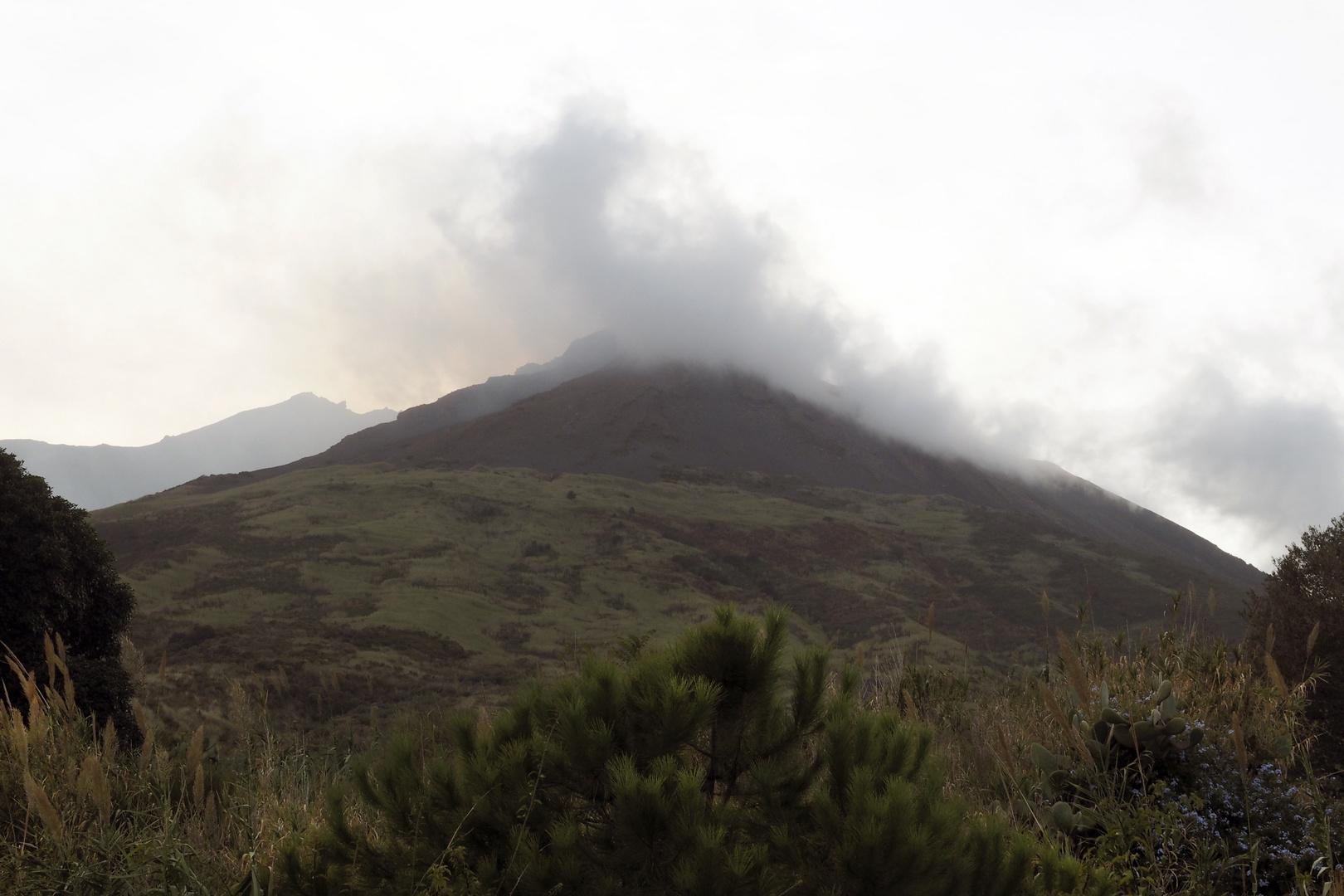 Stromboli Vulkan rauchend