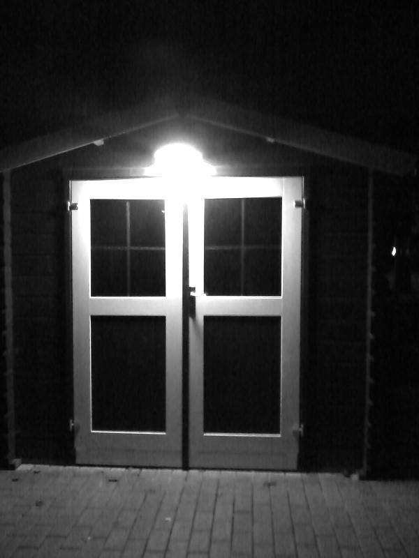 Stromhaus im Dunkeln