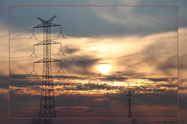 Strommast beim Sonnenuntergang