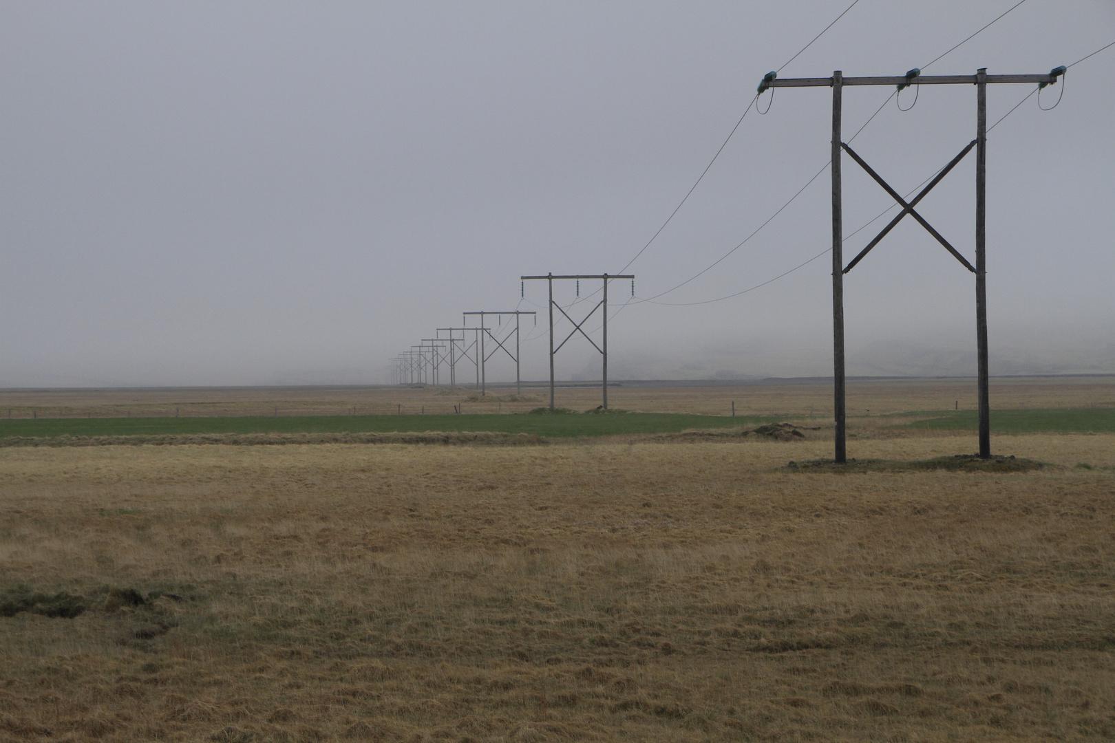 Strommasten in der Einsamkeit