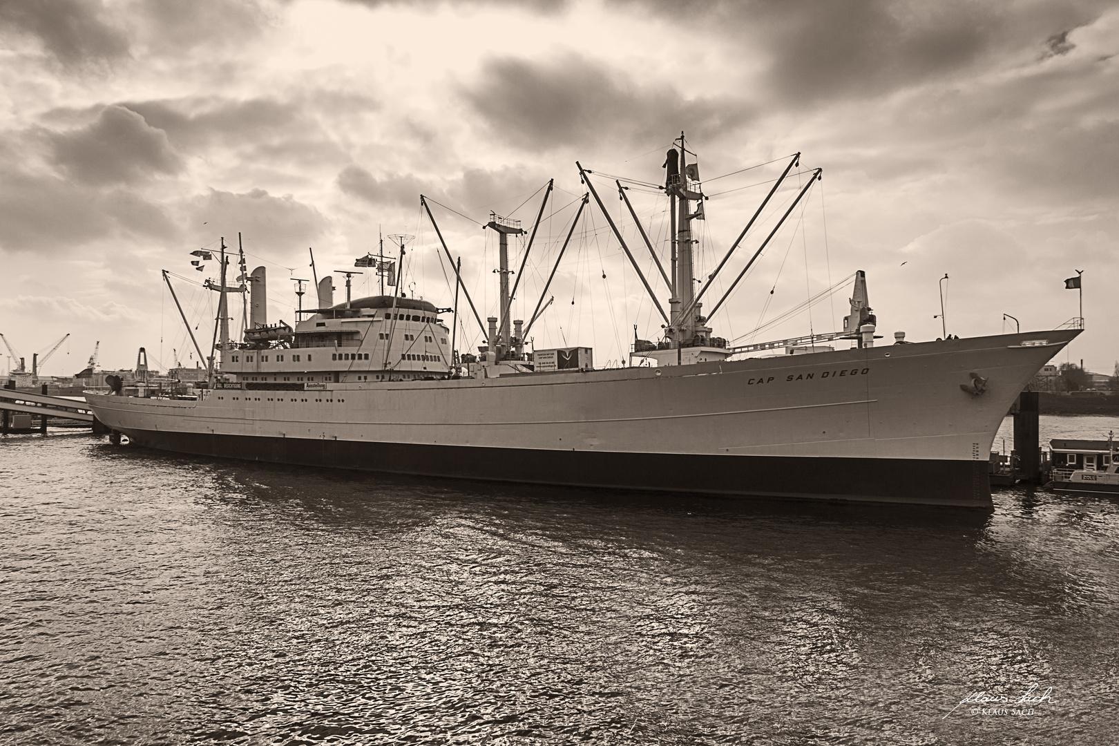 Stückgutschiff Cap San Diego im Hamburger Hafen