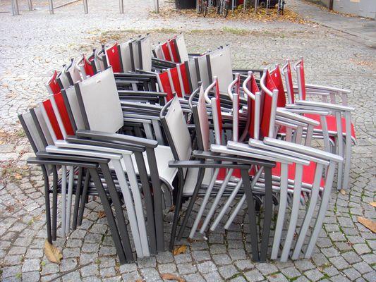 Stühle abmarschbereit